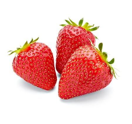 fraise: pr?s de fraise sur fond blanc avec le trac? de d?tourage