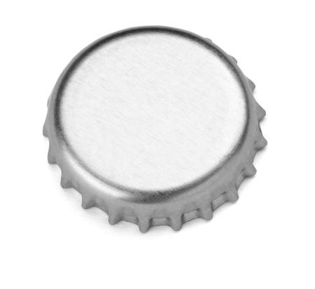botellas de cerveza: cerca de un tap�n sobre fondo blanco