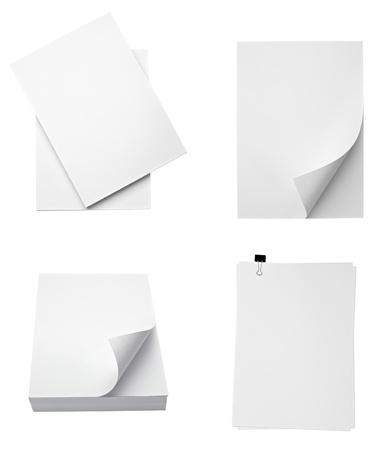 pile papier: la collecte des piles de papiers divers sur fond blanc. chacun d'eux est abattu s�par�ment Banque d'images