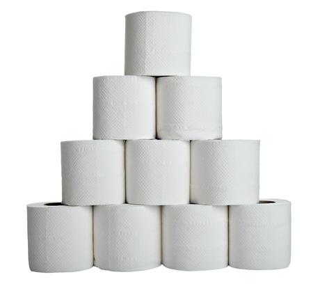 papel de baño: cerca de un papel higiénico en fondo blanco