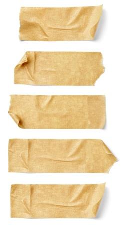 cintas: colecci�n de varias piezas de cinta adhesiva sobre fondo blanco. cada uno es disparado por separado