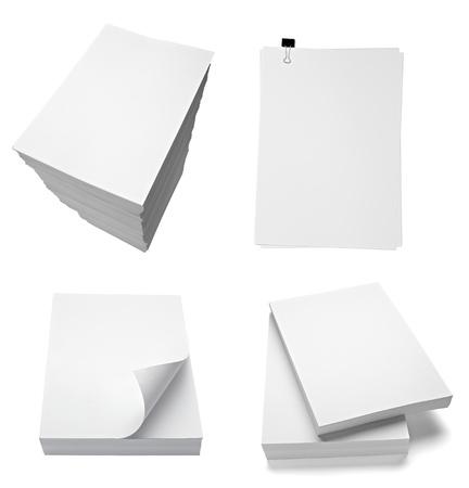 colección de varias pilas de documentos sobre fondo blanco. cada uno recibe un disparo por separado