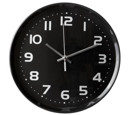 reloj de pared: cerca de un reloj de oficina sobre fondo blanco  Foto de archivo