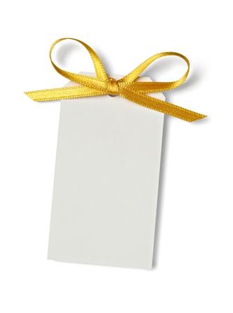 envelope decoration: cerca de la tarjeta de nota con la cinta sobre fondo blanco con trazado de recorte