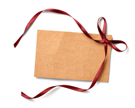 vintage envelope: cerca de la tarjeta de nota con la cinta sobre fondo blanco