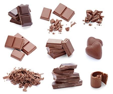 Sammlung verschiedener Stücke Schokolade auf weißem Hintergrund. jede separat gedreht