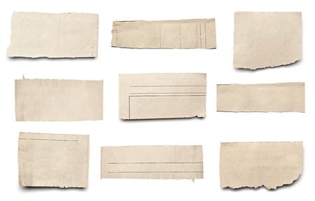 lagrimas: colecci�n de blanco arranc� pedazos de papel de prensa en el fondo blanco. cada uno de ellos recibe un disparo por separado