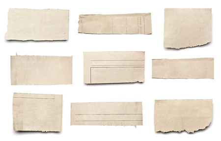 newspapers: collectie van witte stukken van de krant gescheurd op op een witte achtergrond. elk afzonderlijk wordt neergeschoten