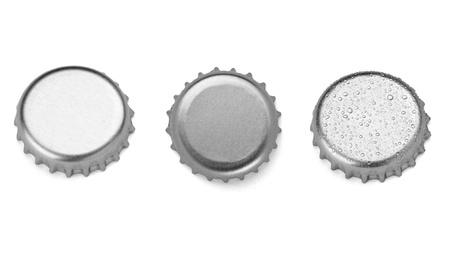 botellas de cerveza: colecci�n de tapas de botellas diferentes en el fondo blanco. cada uno de ellos recibe un disparo por separado