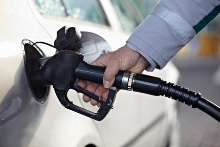 estacion de gasolina: cerca de una estación de gasolina