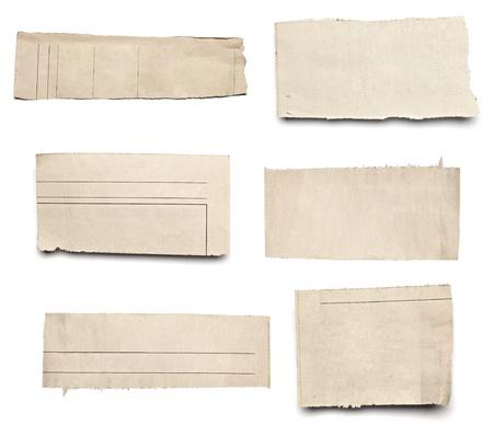 periodicos: colecci�n de blanco arranc� pedazos de papel de prensa en el fondo blanco. cada uno de ellos recibe un disparo por separado