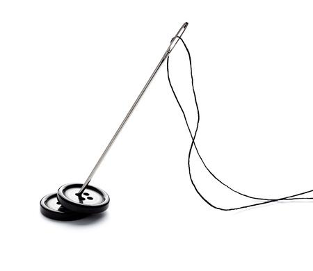 coser: cerca de los elementos de costura en el fondo blanco Foto de archivo