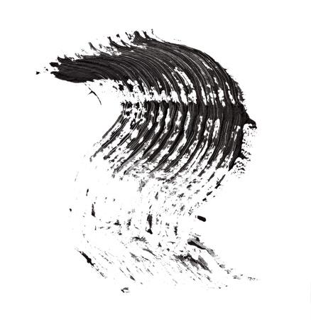 Close up de rimel negro sobre fondo blanco