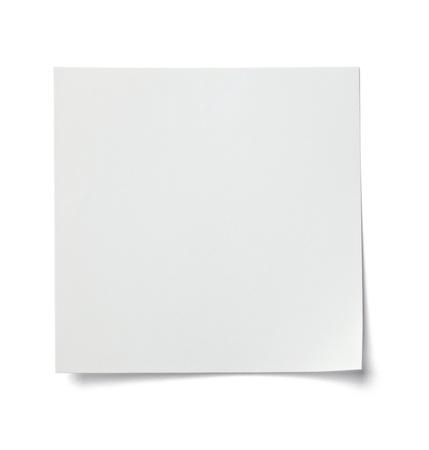 papeles oficina: cerca de una nota de papel en blanco sobre fondo blanco con saturaci�n camino