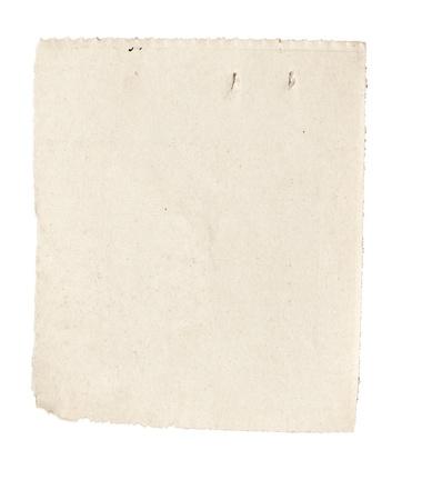 oude krant: close-up van een witte gescheurde stuk krant op op witte achtergrond met het knippen van weg