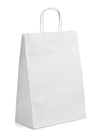papel reciclado: cerca de una bolsa de papel blanco sobre fondo blanco con saturaci�n camino