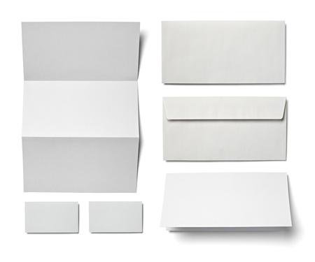 carpeta: colecci�n de varios de papel en blanco sobre un fondo blanco cada uno de ellos recibe un disparo por separado
