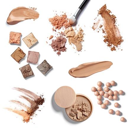 collection de divers accessoires de maquillage sur fond blanc chacun est abattu séparément
