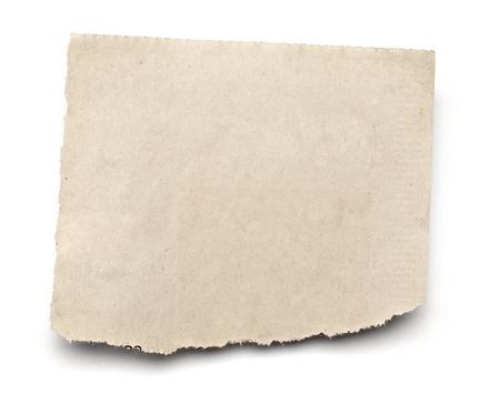 oude krant: close-up van een witte geripte stuk krant op op witte achtergrond