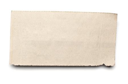 oude krant: close-up van een witte gescheurde stuk van het nieuws papier op op een witte achtergrond