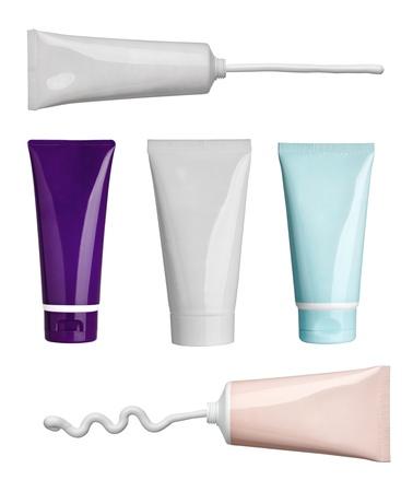 productos de belleza: colección de varios golpes de belleza y los tubos de crema en el fondo blanco. cada uno de ellos recibe un disparo por separado