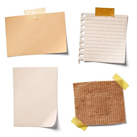 Sammlung von verschiedenen Vintage-Notizzetteln auf weißem Hintergrund. Standard-Bild