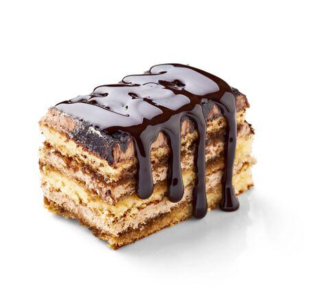 케이크: 흰색 배경에 케이크에 초콜릿 시럽의 최대