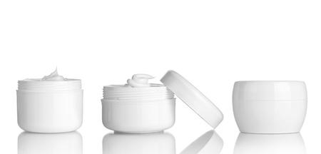 champu: colecci�n de varios contenedores de belleza higiene en el fondo blanco cada uno es asesinado por separado