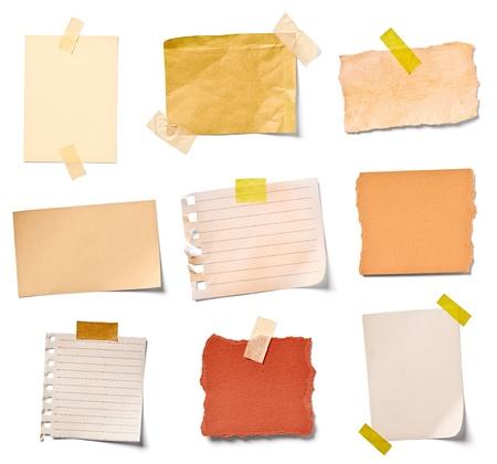 Colección de varios papeles de nota vintage sobre fondo blanco, cada uno se dispara por separado Foto de archivo