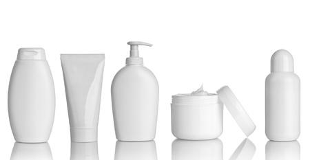 champu: colecci?n de varios contenedores de belleza de higiene en el fondo blanco. cada uno de ellos recibe un disparo por separado