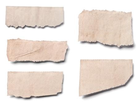 oude krant: collectie van witte stukken van de krant op op een witte achtergrond. elk afzonderlijk wordt neergeschoten
