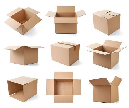 cajas de carton: colecci�n de varias cajas de cart�n en el fondo blanco cada uno es disparado por separado