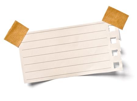 白い背景とビンテージ メモ紙のクローズ アップ