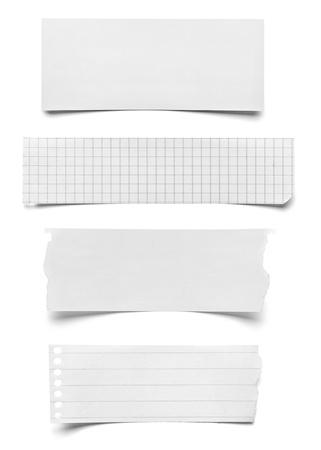 collectie van verschillende stukken van notitie papier op witte achtergrond elk afzonderlijk wordt neergeschoten