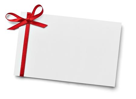Cerca de una tarjeta de nota con arco de la cinta en el fondo blanco Foto de archivo - 22136241