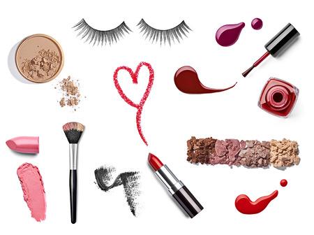 faire l amour: collection de divers maquillage sur fond blanc chacun est tir� s�par�ment