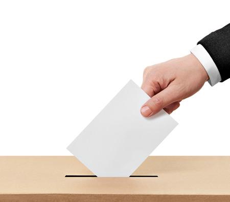 political system: primer plano de una urna y voto de calidad en el fondo blanco