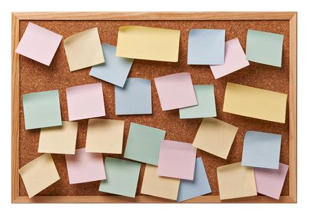 fermer des bulletins de notes sur un tableau de liège