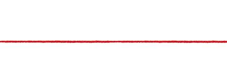 Close up di una corda di lana su sfondo bianco