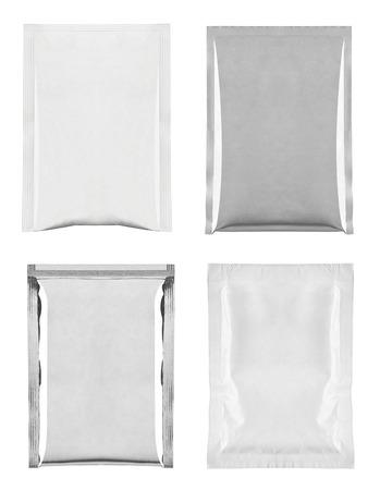 colección de varios paquetes de bolsa y blanco y de aluminio en el fondo blanco cada uno es asesinado por separado