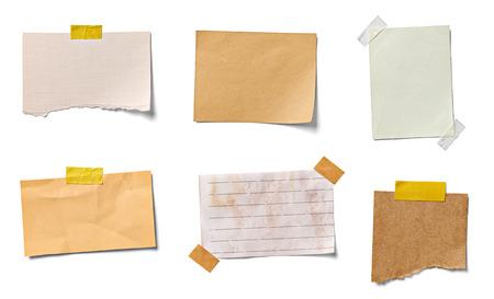 Colección de varios papeles de nota vintage sobre fondo blanco. cada uno recibe un disparo por separado Foto de archivo