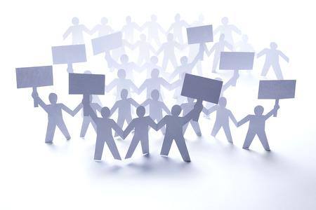 conflictos sociales: Close up de papel de la gente cae en el fondo blanco Foto de archivo