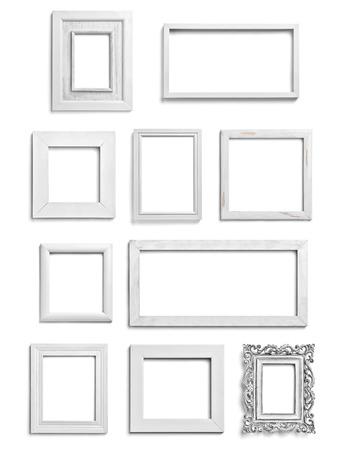 marco madera: colección de varios marcos de madera blancas sobre fondo blanco. cada uno recibe un disparo por separado