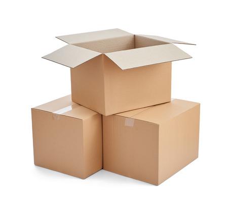 close up van een kartonnen doos op witte achtergrond