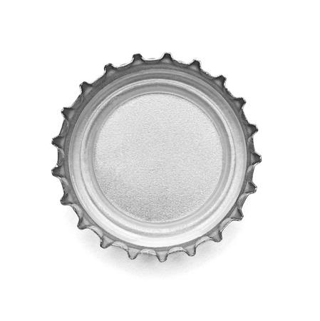 botellas de cerveza: Primer plano de una tapa de botella en el fondo blanco Foto de archivo
