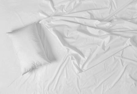 Weiße Bettwäsche Blatt Standard-Bild - 38591295