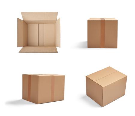 흰색 배경에 다양 한 골 판지 상자 컬렉션