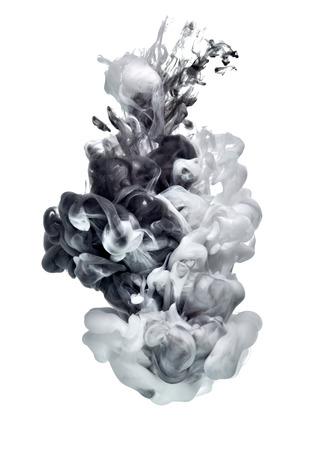 wit en zwarte verf in het water