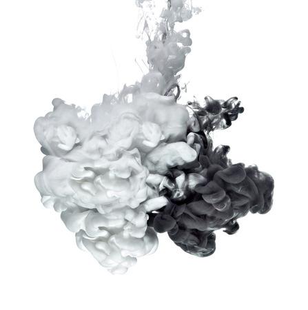 Weiße und schwarze Farbe in Wasser Standard-Bild - 57760951