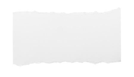 pedazo de papel rasgado blanco sobre fondo blanco. Foto de archivo